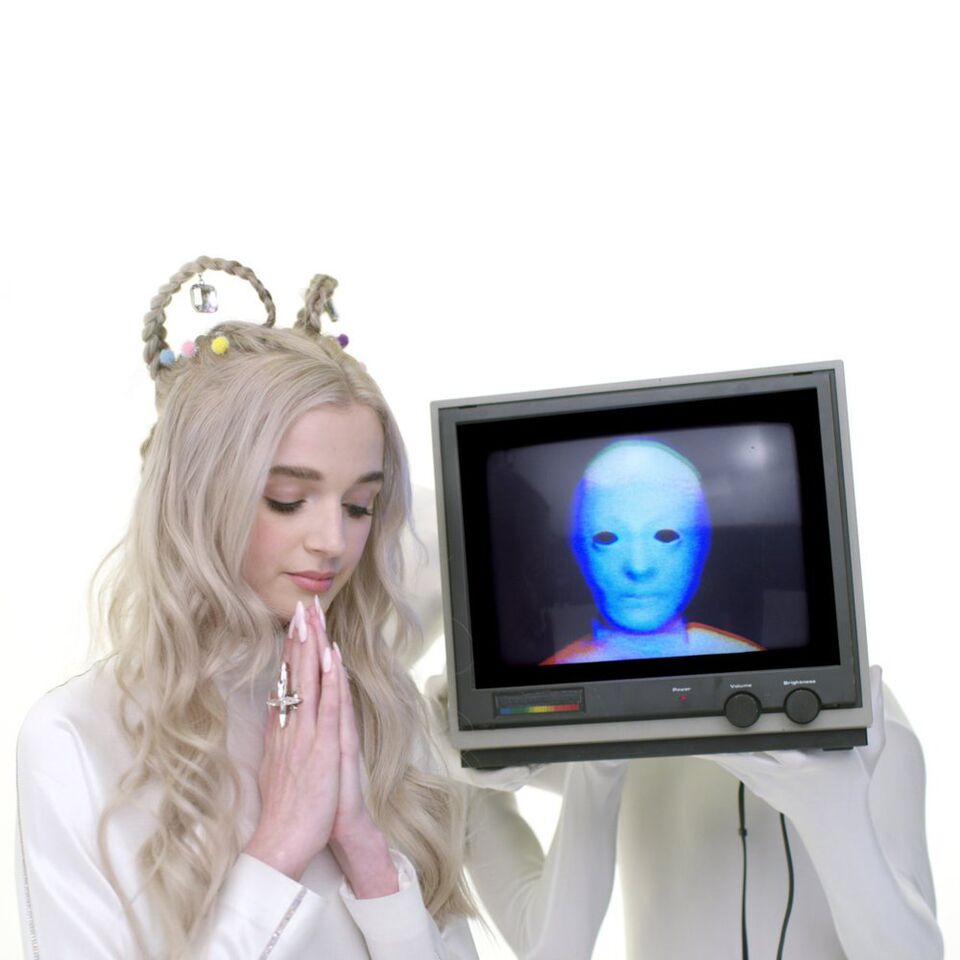 Still from 'Computer Boy' music video by Poppy
